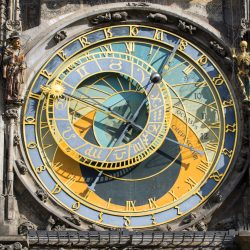 the-famous-astronomical-clock-in-prague-P8Y76YV